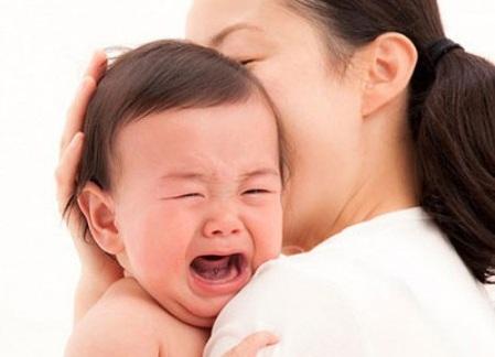 Hướng dẫn cách dỗ dành bé nín khóc, huong dan cach do be nin khoc