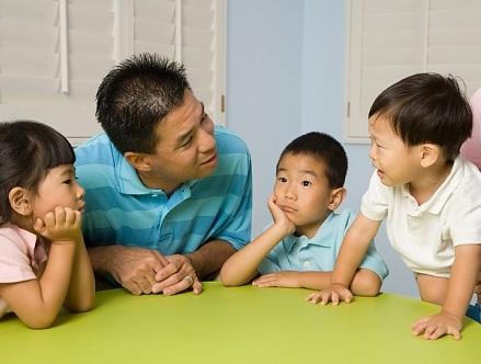 Cách dạy con ngoan từ việc nói chuyện với bé