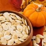 Hạt bí ngô là bài thuốc tẩy giun từ rau củ rất hiệu quả