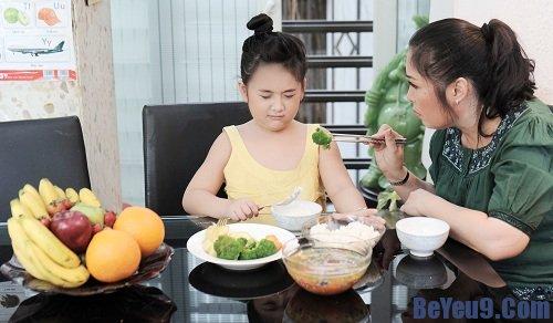 Top những câu nói khiến trẻ biếng ăn bố mẹ hay mắc phải nhất