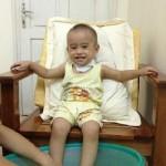 Chữa ho cho trẻ bằng cách ngâm chân hiệu quả