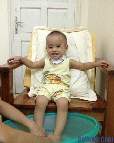 Chữa ho cho trẻ bằng mẹo ngâm chân hiệu quả, đơn giản