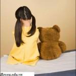 Dấu hiệu nhận biết trẻ bị tự kỷ, dau hieu nhan biet tre bị tu ky