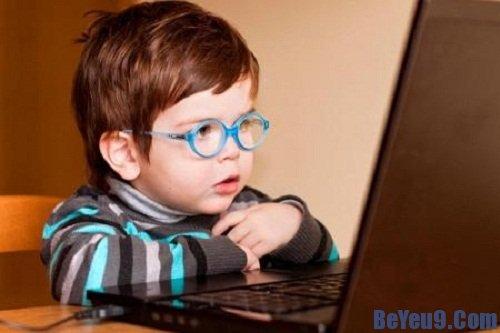 Những tác hại khi cho trẻ sử dụng máy tính quá nhiều bố mẹ cần biết
