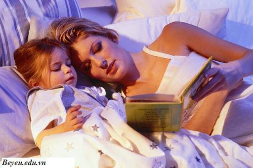Thói quen đọc truyện giúp trẻ tăng cường trí nhớ, thoi quen doc truyen giup tre tang cuong tri nho