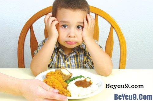 Những nguyên nhân khiến trẻ biếng ăn mà bố mẹ không biết