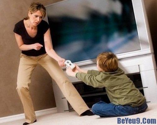 Những sai lầm nghiêm trọng của bố mẹ trong cách nuôi dạy trẻ