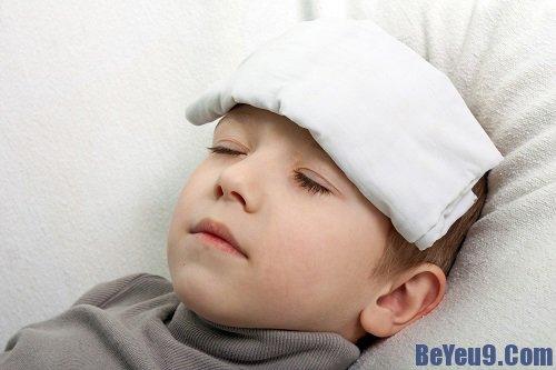 Cách phòng và xử lý hiện tượng tăng giảm thân nhiệt ở trẻ mẹ nên biết