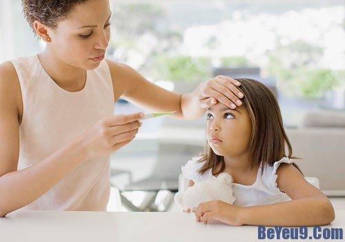 Xử lý khi trẻ bị tăng, giảm thân nhiệt bất thường