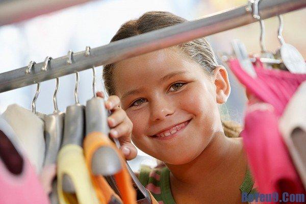 Mẹo vặt đơn giản giúp bé tự mặc quần áo