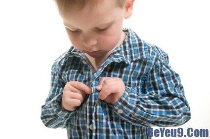 Cách giúp trẻ tự mặc quần áo thành công hiệu quả nhất