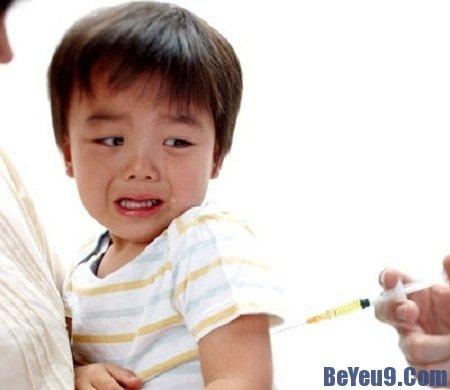 Các phản ứng thường gặp và cách xử lý sau khi trẻ tiêm chủng
