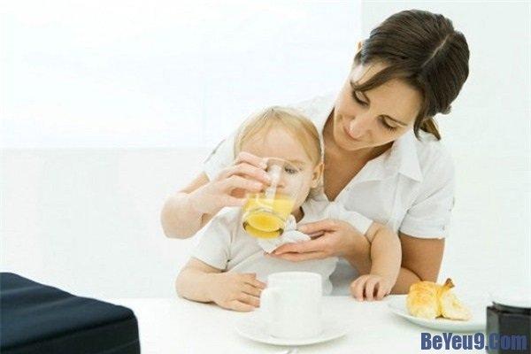 Bé bị tiêu chảy phải làm gì? Hướng dẫn cách chữa tiêu chảy cho trẻ nhỏ