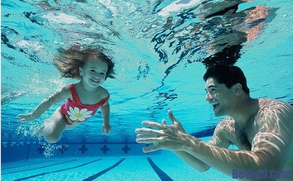 Làm thế nào để trẻ nhanh biết bơi? Hướng dẫn cách dạy trẻ nhanh biết bơi